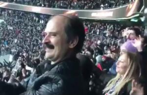 """Повеќе од 40.000 Турци со невидено сиртаки го славеа """"торпедирањето"""" на Олимпијакос (видео)"""