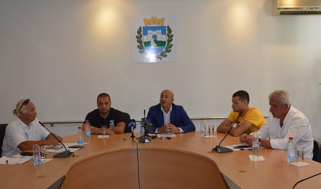 Охрид е подготвен за утрешното ново издание на Охридскиот пливачки маратон