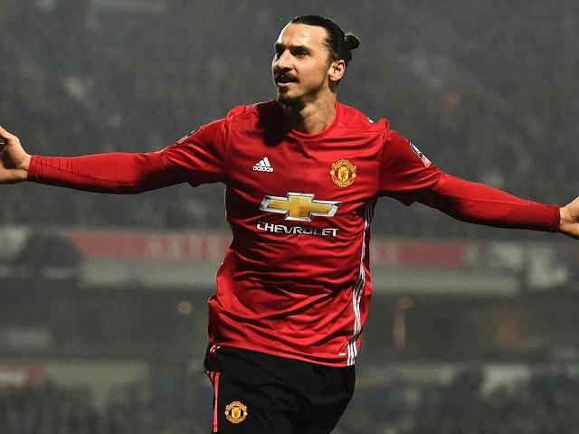Ибрахимовиќ се враќа во Манчестер јунајтед како помошник на Мурињо