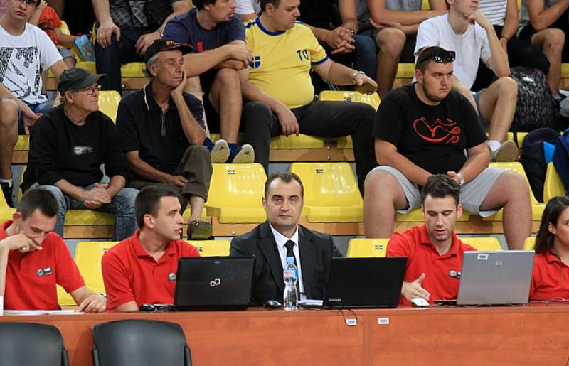 Каша попара  Претседателот на РК Металург  делегат на ЛШ во кошарка во Карпош