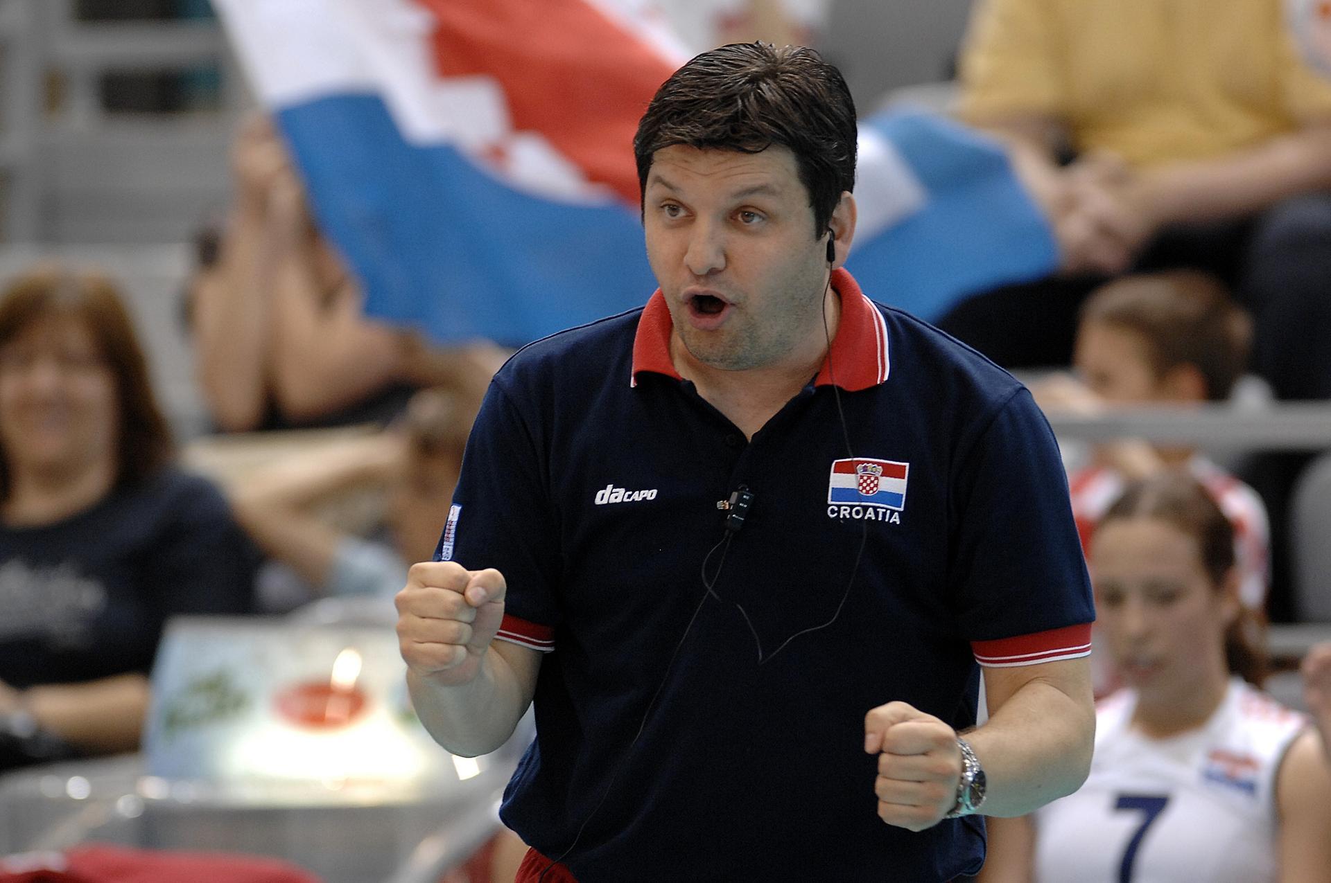 Скандал во Хрватска   селектор  фатен  во соба кај репрезентативка