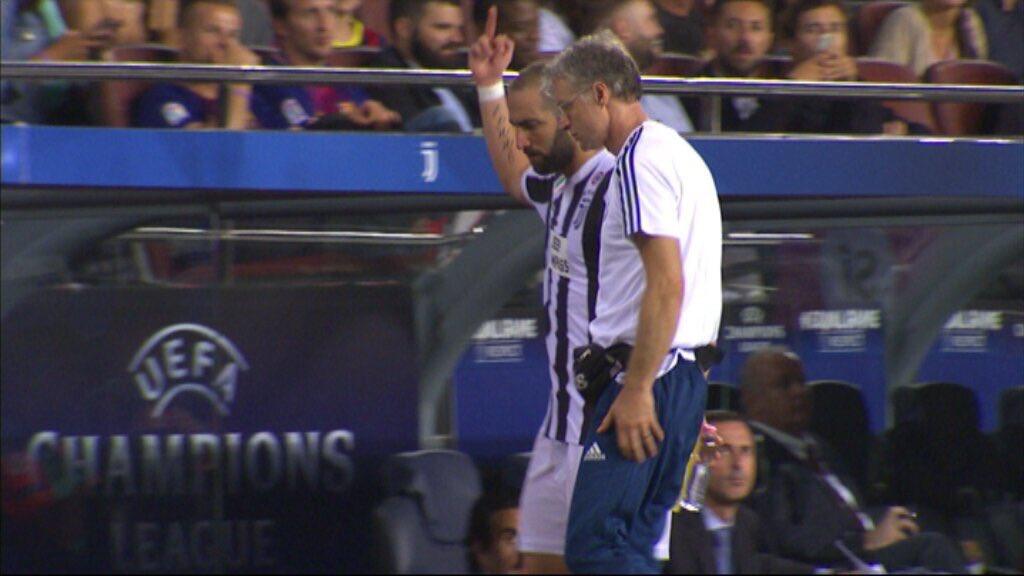 Игуаин им покажа среден прст на фановите на Барса  УЕФА покренува истрага